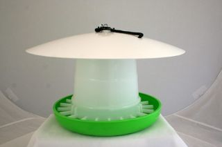 Plastic feeder top hat